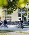 If you cycle to campus from Monday to Thursday during the campaign week, you are likely to meet AU's Green Team. They will be at central locations around campus in Aarhus, handing out green snacks, bicycle reflectors or recyclable AU water bottles as part